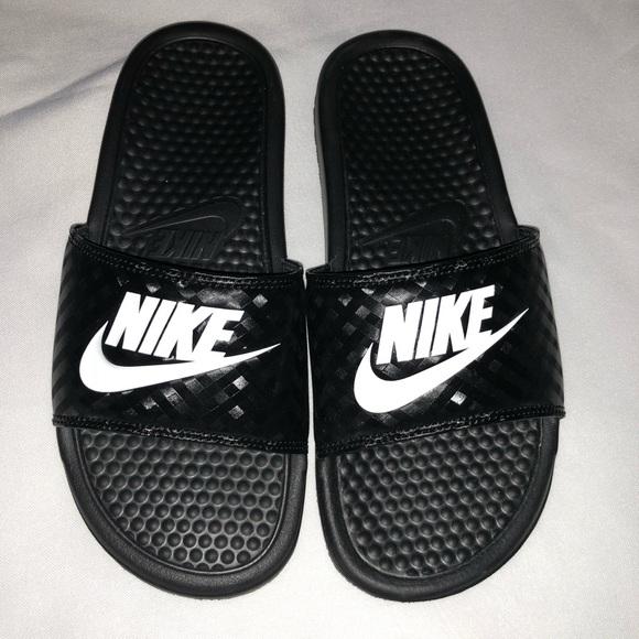 90649dfeb2afc Nike Benassi JDI Swoosh Slides. M 5b63a04e9e6b5bfbd18da0a8